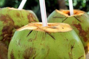 ALT = i migliori succhi naturali del Brasile, acqua di cocco
