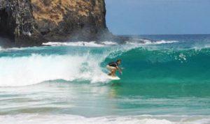 ALT = fare surf a fernando de Noronha